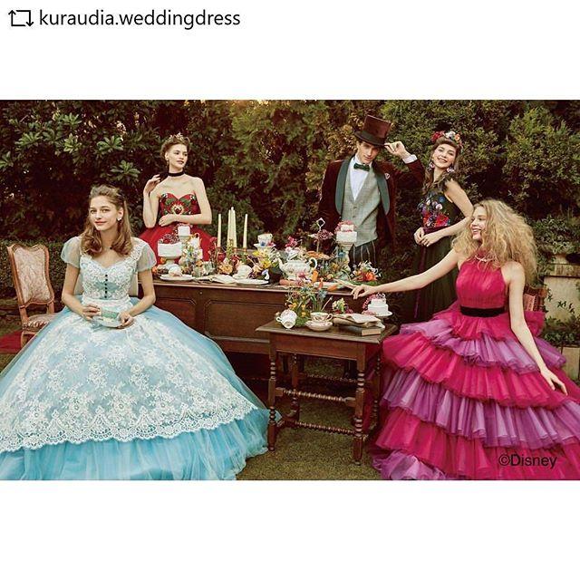 アリスの世界観でウエディングドレスがリリース!テーブルコーデのスタイリングさせていただきましたー!#REPOST  @kuraudia.weddingdress with @get__repost__app * * *゚・*:.。..。.:+・゚゚・*:.。..。.:+・゚゚・*:.。..。.:+・゚゚**本日、ディズニーウエディングドレスコレクションの新作を発表いたしました4回目となる今回は、シンデレラ・アリエル・ジャスミンの3人のプリンセスたちに加え、不思議の国のアリスに登場するキャラクターからインスパイアされたドレスをリリースしました🐇*更に今期より、エレガンスで大人可愛い、「PLATINUM」という新しいラインができましたオーロラ姫、ベル、ラプンツェル、アリエル、白雪姫、シンデレラの6人のプリンセスをイメージしたドレスを展開しております*ドレスショップ様には秋頃から順次入荷予定です。**゚・*:.。..。.:+・゚゚・*:.。..。.:+・゚゚・*:.。..。.:+・゚゚**アリスシリーズドレスは左から、アリスDWS0044(ブルー)/トランプ×バラDWS0045(レッド)/フラワーDWS0047(ブラック)/チェシャ猫DWS0046(ピンク)メンズ DWS2025(ワイン)**゚・*:.。..。.:+・゚゚・*:.。..。.:+・゚゚・*:.。..。.:+・゚゚*#disney #aliceinwonderland #disneyweddingdresscollection#wedding #weddingdress #dress #bridal #colordress#ディズニー #ディズニーウエディングドレスコレクション#ふしぎの国のアリス #alice #アリス#カラードレス #花 #flower#チェシャ猫 #cheshirecat #バラ#ウェディングドレス #ドレス#ディズニードレス#結婚式 #結婚 #プレ花嫁 #卒花嫁 #花嫁#カラードレス #クラウディア #kuraudia**ディズニーオフィシャルホテルへの持ち込みはご遠慮いただいております。**