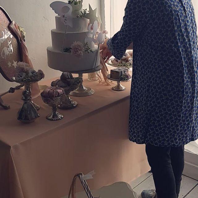 目黒で撮影してきました。可愛いですー。.オリジナルウエディングはお任せください。 #ラブーシュカウエディング#コンセプトウエディング#プレ花嫁#wedding#weddingdress#bride#結婚式#オリジナルウエディング#会場装飾#手作りアイテム#ウェディング#結婚式準備#花嫁#和婚 #ウエディングドレス#ウェディングドレス#軽井沢 #群馬 #日本中のプレ花嫁さんと繋がりたい#日本中の卒花嫁さんと繋がりたい#ゼクシィ#loveshka #loveshka_wedding