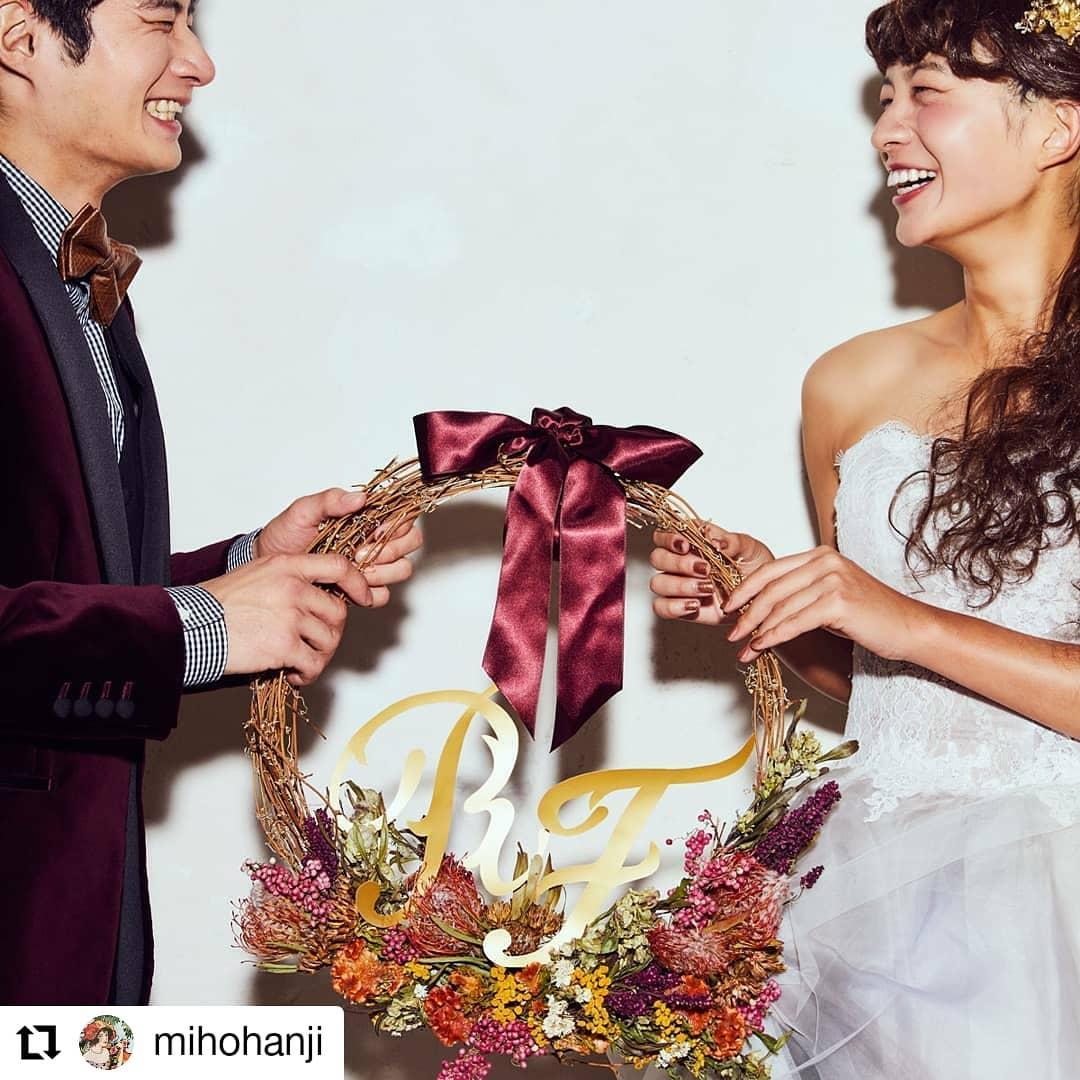 ドライのリース。作ったよ〜。#Repost @mihohanji• • • • • •ドライフラワーで作ったイニシャルオブジェとウェルカムリース。ダークカラーがテーマ。#イニシャル#リース#ドライフラワー#ウェルカムリース#イニシャルオブジェ#wedding#判治ミホ#スタイリング#スタイリスト#ウエディング#会場装飾