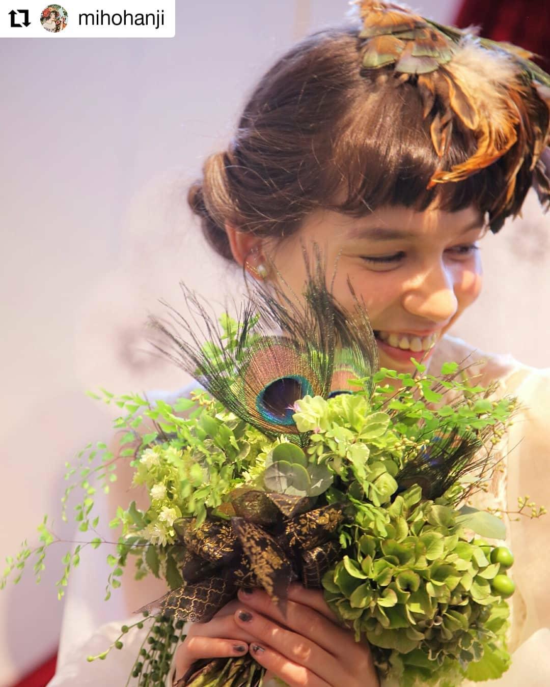 羽のブーケ制作〜。#Repost @mihohanji• • • • • •ピーコックアイをキーアイテムに使った「オペラ座の怪人」が裏テーマのコーデ。#ピーコックアイ#ブーケ#wedding#判治ミホ#スタイリング#スタイリスト#ウエディング#会場装飾