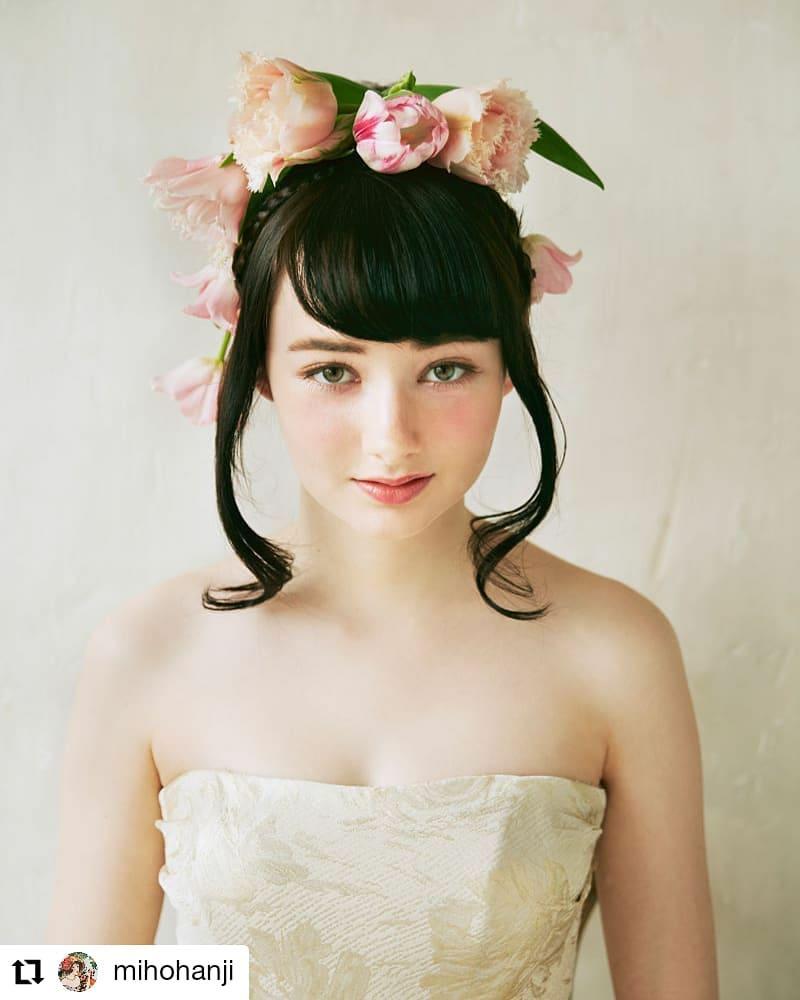 以前スタイリングした作品です。チューリップで〜す#Repost @mihohanji• • • • • •チューリップがテーマだったので、そのまま頭にのせてみた例。親指姫が裏テーマでした♡#チューリップ#おやゆび姫#wedding#判治ミホ#スタイリング#スタイリスト#ウエディング#会場装飾