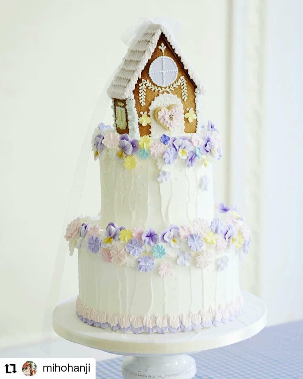 シュガーケーキのお家。撮影よ用に作って頂きました。#Repost @mihohanji• • • • • •スイーツっていうテーマで。とにかくパステルトーンのお菓子っぽいことをひたすら作り込んだ。#スイーツ#ウエディングケーキ#シュガーケーキ#お菓子のお家#wedding#判治ミホ#スタイリング#スタイリスト#ウエディング#会場装飾