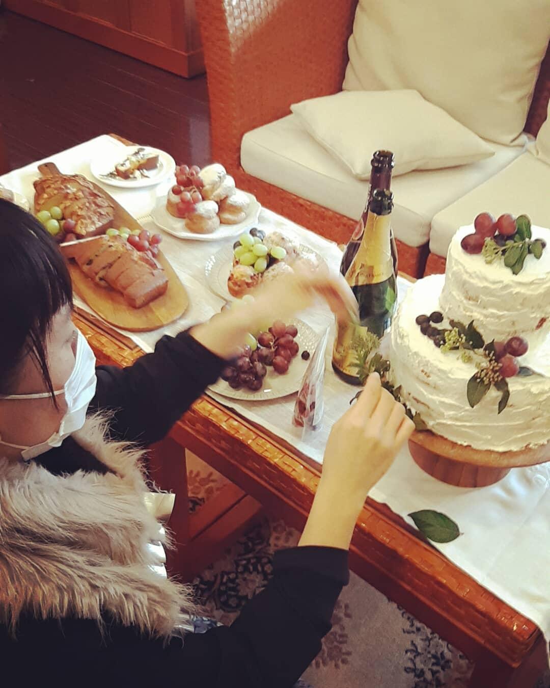 撮影がんばりましたー。、.オリジナルウエディングはお任せください。 #ラブーシュカウエディング#コンセプトウエディング#プレ花嫁#wedding#weddingdress#bride#結婚式#オリジナルウエディング#会場装飾#手作りアイテム#ウェディング#結婚式準備#花嫁#和婚 #ウエディングドレス#ウェディングドレス#軽井沢 #群馬 #日本中のプレ花嫁さんと繋がりたい#日本中の卒花嫁さんと繋がりたい#ゼクシィ#loveshka #loveshka_wedding